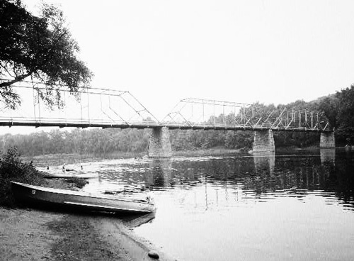 The first Fort Snelling bridge